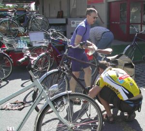 Chris and Hugh install our pedals on the bike