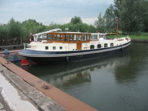 A new build 20 meter Dutch Luxemotor barge